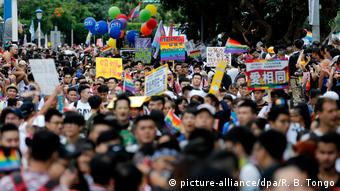 14. LGBT Pride Parade in Taiwan Ende Oktober (picture-alliance/dpa/R. B. Tongo)