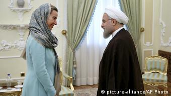 Iran | EU-Außenministerin Mogherini trifft den Iranischen Präsidenten Hassan Rouhani in Teheran (picture-alliance/AP Photo)
