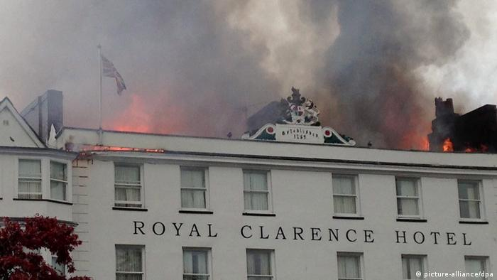 England | Ältestes Hotel Englands steht in Flammen (picture-alliance/dpa)
