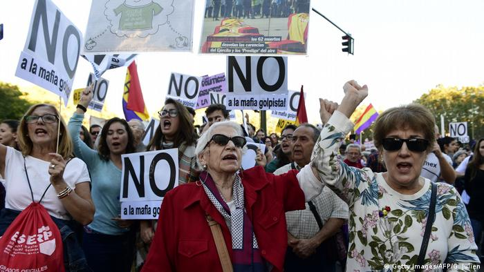 Spanien   Rajoy-Kritiker demonstrieren im Vorfeld der Regierungsbildung (Getty Images/AFP/G. Julien)