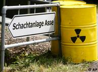 Yellow storage jars are placed beside a destination board ' /> </p> <p><br><hr><img mce_tsrc=