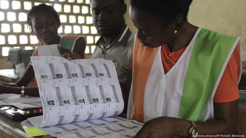Debut Du Retrait Des Cartes D Electeurs En Cote D Ivoire Afrique Dw 14 10 2020
