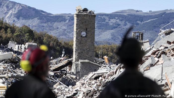 Italien Erdbeben (picture-alliance/AP Photo/M. Percossi)