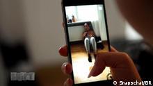 Titel: DW Shift Die erste Reality-Soap auf Snapchat 1 Schlagworte: Internet, Snapchat, App, Soap, Serafina Wer hat das Bild gemacht/Fotograf?: Snapschat / BR Bildbeschreibung: Snapchat Szene auf Smartphone
