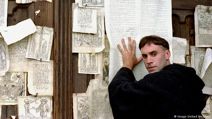 Joseph Fiennes as Luther (Imago United Archives)
