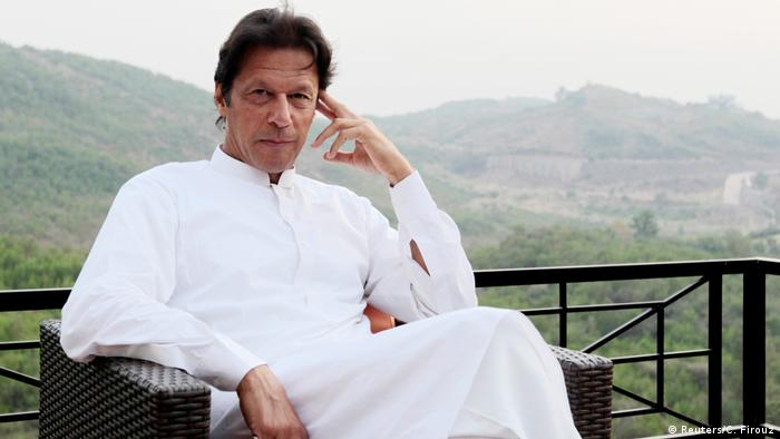 Pakistan - Oppositionspolitiker Imran Khan in seinem Anwesen in Bani Gala (Reuters/C. Firouz)