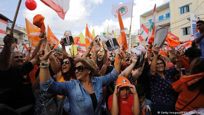 Libanon Anhänger von Michel Aoun jubeln in Batrun