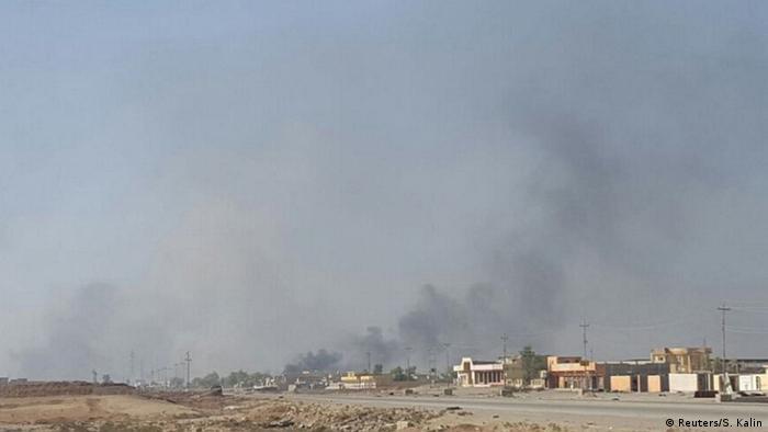 Rauch steigt am Montag über dem Viertel Kamara auf