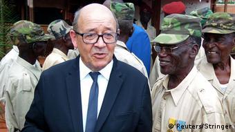 Zentralafrika Bangui - Französischer Verteidigungsminister Jean-Yves Le Drian bei Militärbasis