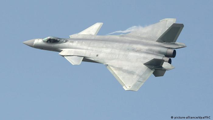 El avión de combate chino J-20