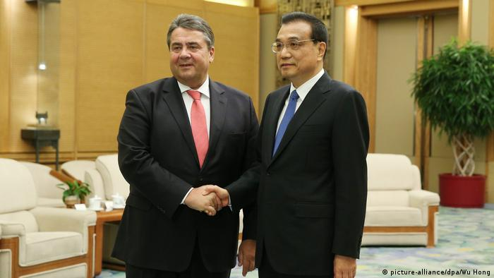 China Sigmar Gabriel trifft Li Keqiang (picture-alliance/dpa/Wu Hong)