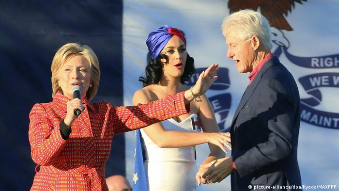 Katy Perry und Bill Clinton Wahlkampagne für Hillary Clinton (picture-alliance/dpa/Kyodo/MAXPPP)