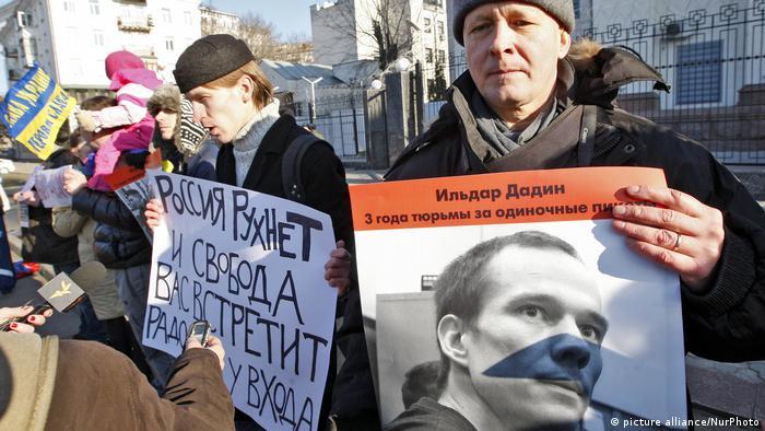 Protest politische Repressionen in Russland Opposition Ildar Dadin (picture alliance/NurPhoto)