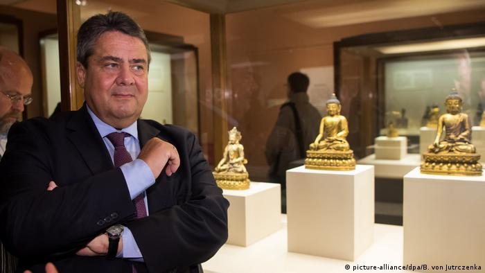 China Sigmar Gabriel in Peking (picture-alliance/dpa/B. von Jutrczenka)