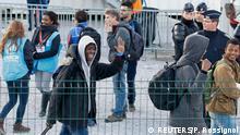 Calais | minderjährige Flüchtlinge verlassen den Jungle in Calais