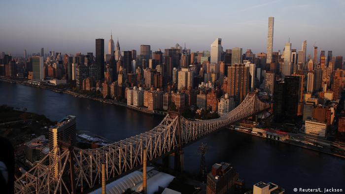 USA New York City im Sonnenaufgang - Queensboro Bridge (Reuters/L. Jackson)