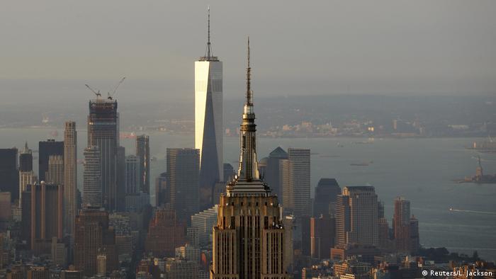 USA New York City im Sonnenaufgang - Empire State Building & One World Trade