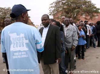 Ruhiger Verlauf der ersten Wahl seit 16 Jahren (dpa)