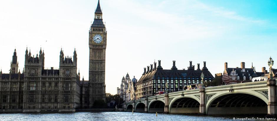 Σχέδιο για το Brexit ζητά από την Τ. Μέι επιτροπή της βουλής