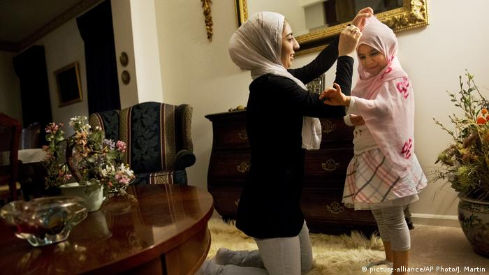 MUSLIMS IN AMERICA: Hannah Shraim, (picture-alliance/AP Photo/J. Martin)