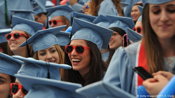 USA New York Studenten Abschlussfeier mit Doktorhüten (Getty Images/AFP/T. A. Clary)