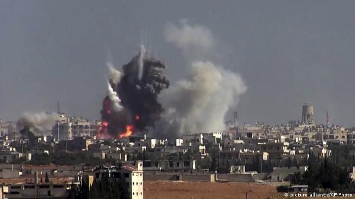 Syrien Bombenangriff in Aleppo (picture alliance/AP Photo)
