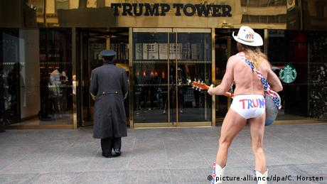 New York Robert John Burck naked cowboy (picture-alliance/dpa/C. Horsten)