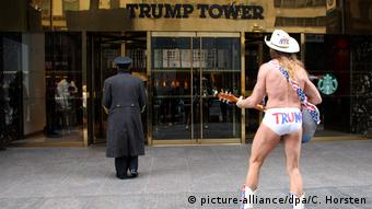 Robert John Burck, naked cowboy (picture-alliance/dpa/C. Horsten)
