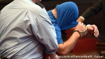 Сирийский беженец в зале немецкого суда