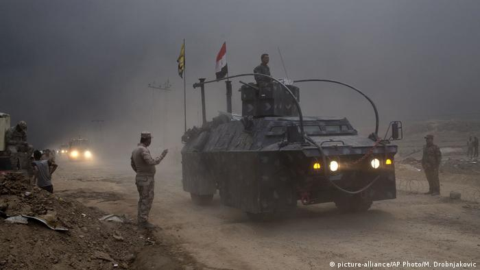 Iraqi offensives at a checkpoint on the outskirts of Mosul