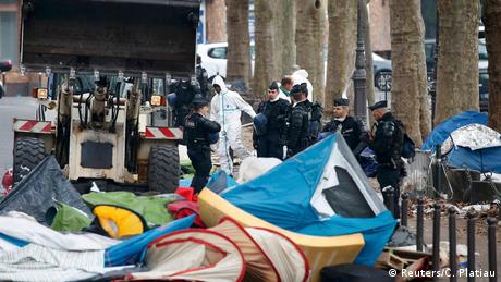 Paris Räumung eines Flüchtlingslagers (Reuters/C. Platiau)