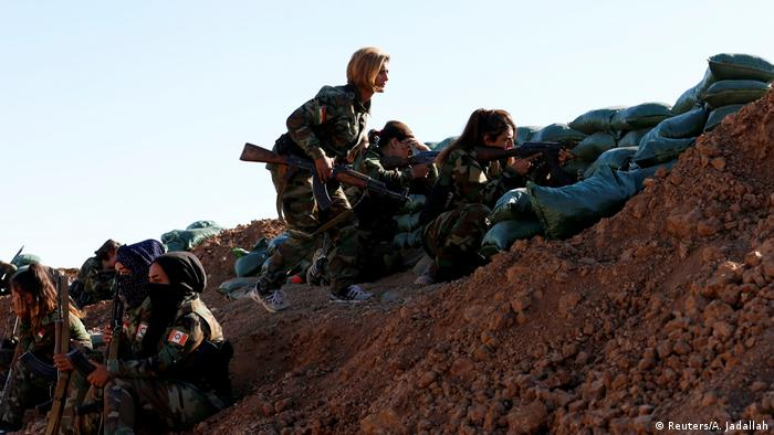 Irak Region Mossul iranisch-kurdische Kämpferinnen (Reuters/A. Jadallah)
