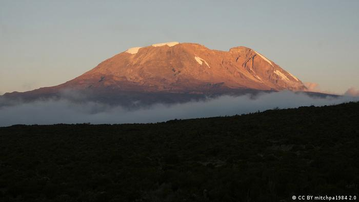 Mt Kilimanjaro Sunset (CC BY mitchpa1984 2.0)
