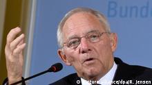04.11.2016+++Bundesfinanzminister Wolfgang Schäuble (CDU) gibt am 04.11.2016 in seinem Minsterium in Berlin die Ergebnisse der November-Steuerschätzung bekannt. Er hat außerdem deutlich gemacht, dass eine Pkw-Maut unter dem Strich dem Staat mehr Geld einbringen muss. Foto: Rainer Jensen/dpa   Verwendung weltweit (c) picture alliance/dpa/R. Jensen