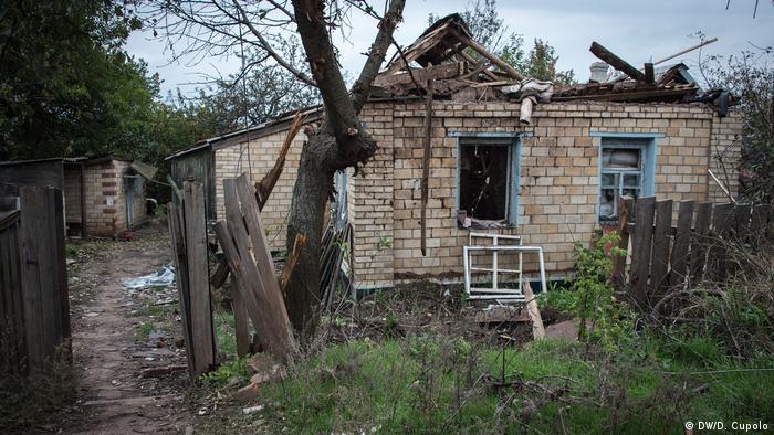 Багато жителів Жованки зимують у своїх напівзруйнованих будинках