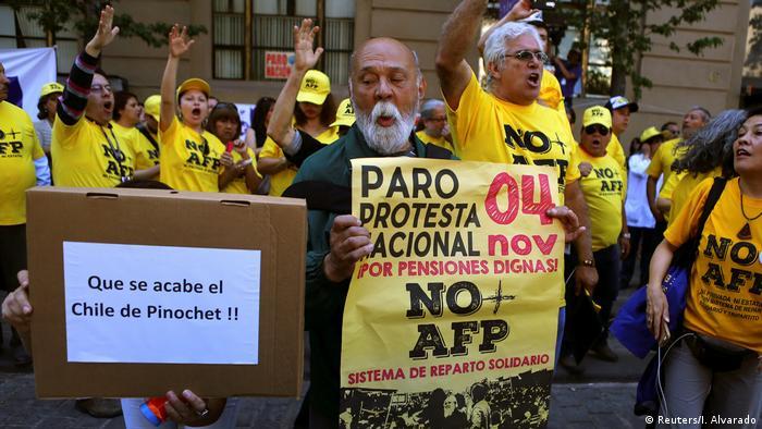 Una de las demandas ciudadanas es la de pensiones dignas. En Chile, los militares no fueron obligados a ingresar al sistema privado, sino que conservaron sus beneficios históricos.