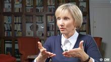 31.01.16+++DW-Moderatorin Zhanna Nemtsova spricht mit Marina Litwinenko (c) DW
