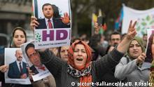Deutschland Kurden demonstrieren gegen türkische Politik in Frankfurt