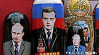 Матрешки с Путиным и Медведевым