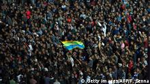 30.10.2016+++Rabat, Marokko+++ Protesters wave the Amazigh (Berber) flag as they shout slogans in the northern city of Al Hoceima on October 30, 2016, following the death of fishmonger Mouhcine Fikri, who was crushed to death on October 28 in a rubbish truck in Al Hoceima, as he reportedly tried to protest against a municipal worker seizing and destroying his wares. Thousands of Moroccans on October 30 attended the funeral of the fishmonger whose gruesome death in a rubbish truck crusher has caused outrage across the North African country. An image of his inert body -- head and arm sticking out from under the lorry's crushing mechanism -- went viral on social media, sparking calls for protests nationwide including in the capital Rabat. / AFP / FADEL SENNA (Photo credit should read FADEL SENNA/AFP/Getty Images)