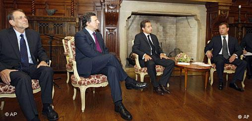 From left, EU foreign policy chief Javier Solana, European Commission President Jose Manuel Barroso, French President Nicolas Sarkozy speak with Russian President Dmitry Medvedev