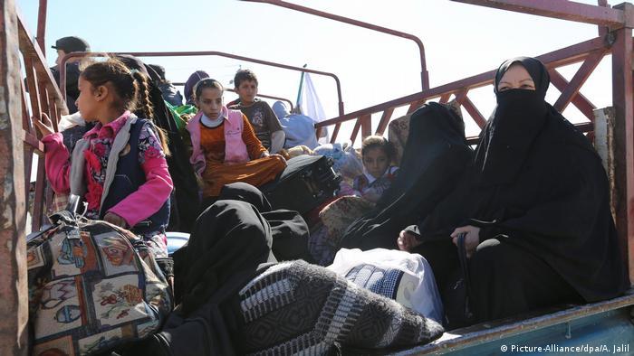 Irak Konvoi der Vertriebenen (Picture-Alliance/dpa/A. Jalil)