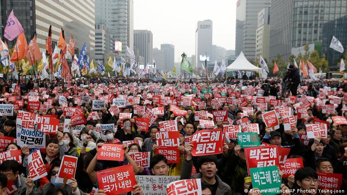 Südkoreanischer Protest gegen Präsidentenpark Geun-Hye in Seoul (Picture-Alliance/AP Photo/A. Young-joon)