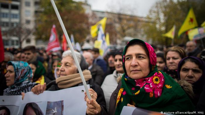 В Кельне 10 тысяч курдов и алевитов вышли на акцию против политики Эрдогана