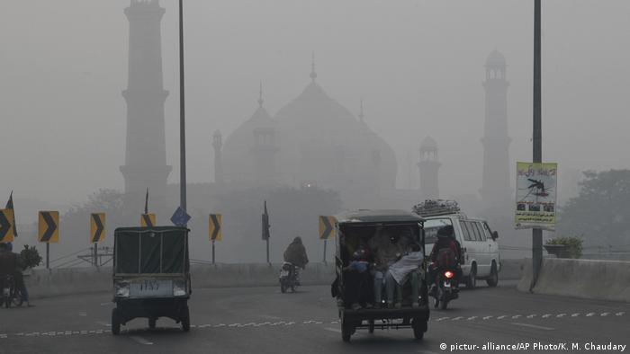 Pakistan Lahore Smog (pictur- alliance/AP Photo/K. M. Chaudary)