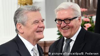 Deutschland Joachim Gauck und Frank-Walter Steinmeier (picture-alliance/dpa/B. Pedersen)