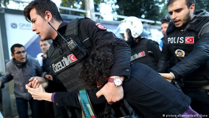Türkei Kurden demonstrieren in Istambul (picture-alliance/dpa/S. Suna)