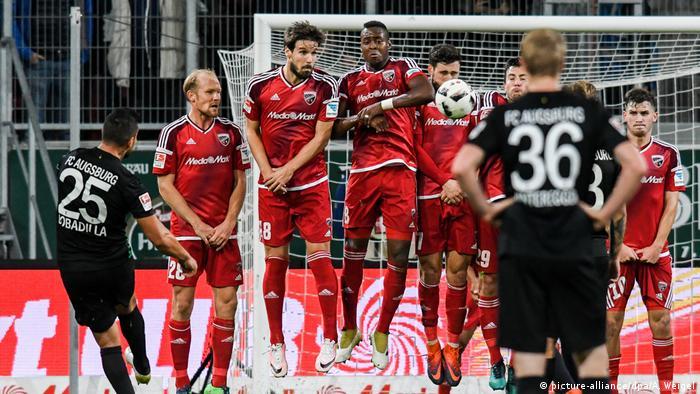 Fußball Bundesliga FC Ingolstadt 04 - FC Augsburg (picture-alliance/dpa/A. Weigel)