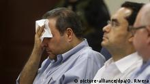 04.11.2016+++epa05618217 Former president of El Salvador Elias Antonio Saca (L) wipes his forehead as he attends a hearing in a corruption case at Isidro Menendez Judicial Center in San Salvador, El Salvador, 04 November 2016. Saca critiziced the General Attorney's Office over its alleged 'false' accusations against him. Saca, along with six of his employees during his time in government, is accused of diverting 246 million US dollar from the public budget. EPA/OSCAR RIVERA +++(c) dpa - Bildfunk+++ |