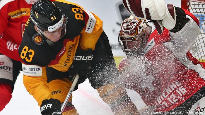 Deutschland Augsburg Eishockey / Deutschland-Cup Schweiz -Deutschland (picture-alliance/dpa/K.-J. Hildenbrand)